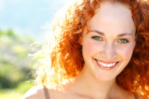 Woman with a beautiful smile thanks to the teeth whitening dentist dallas prefers